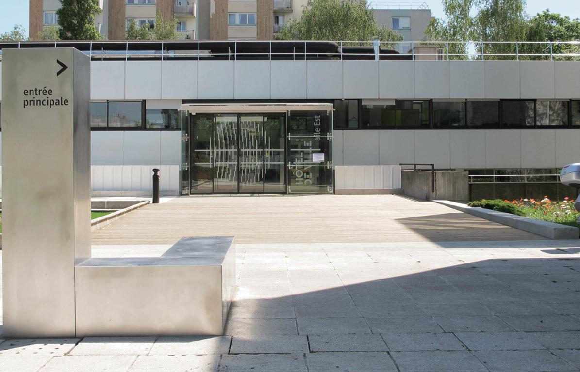Mobilier urbain et signaletique hotel de ville cr ations for Conception piscine publique
